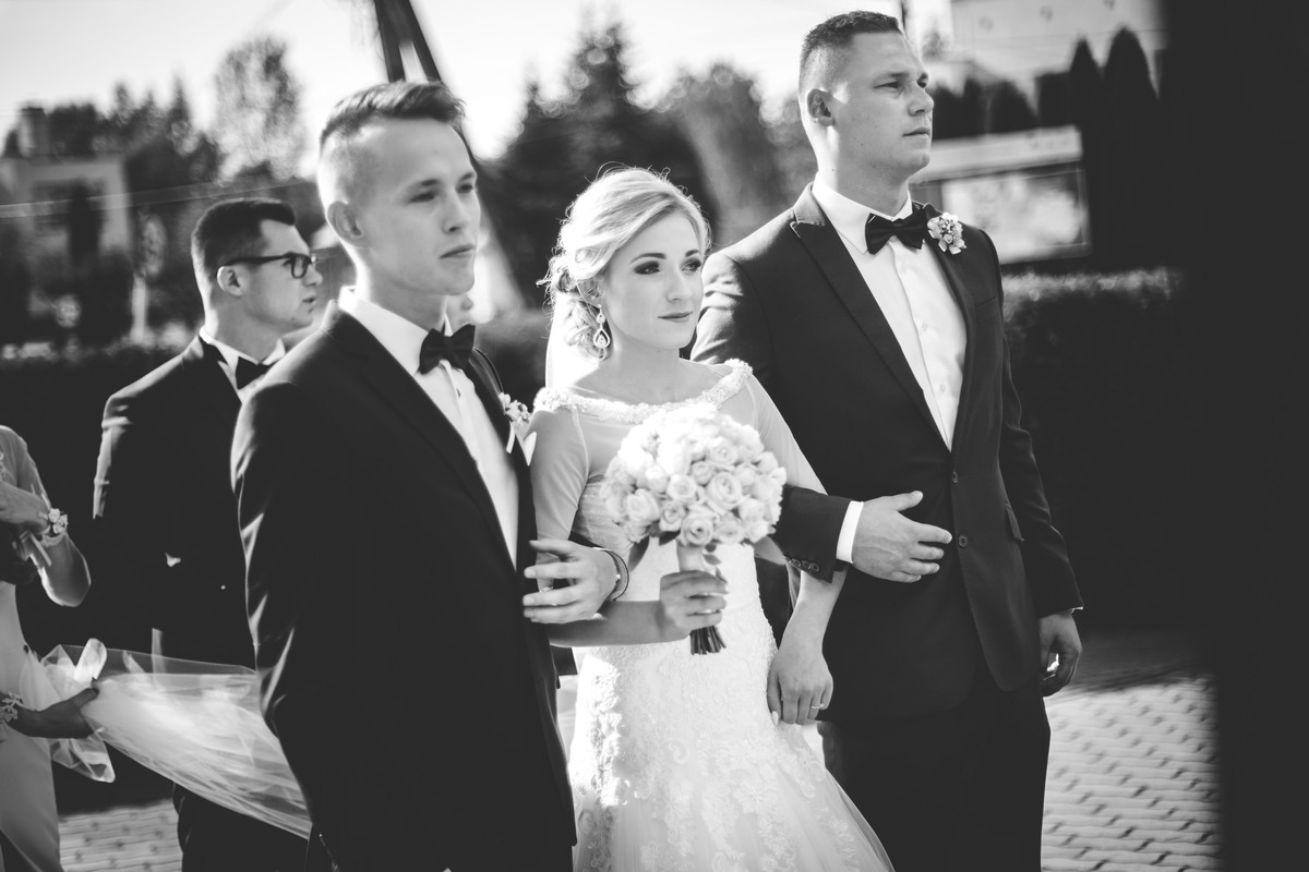 Fotografia Ślubna Rzeszów Ceremonia Wejśćie z Drużbami