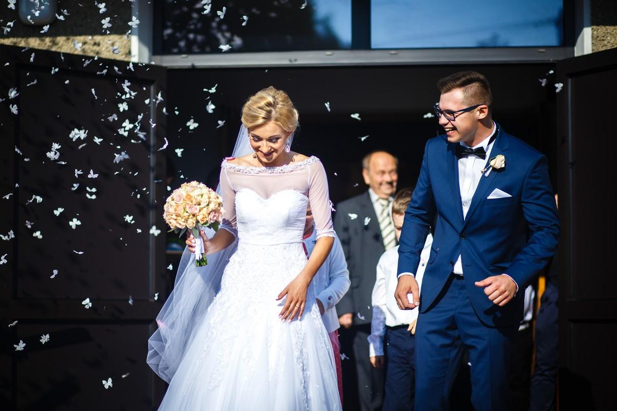 Fotografia Ślubna Rzeszów Ceremonia Wyjście Konfeti